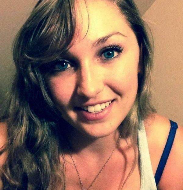 Beim Privat Chat präsentiert dieses fesche Sex Chat Girl die tollen Hupen